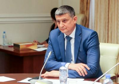 Игорь Алешин постигает особенности отношений в Белом доме.