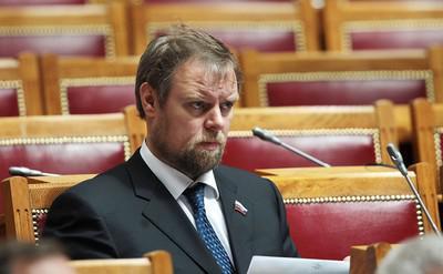 Дмитрий Ананьев закольцевал кредит с депозитом.