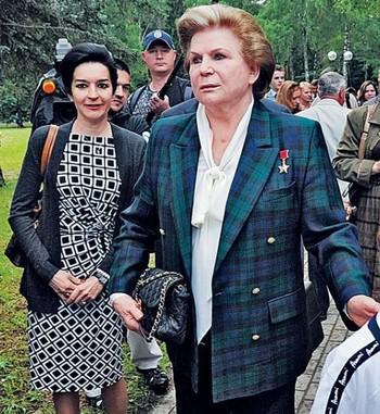 Валентина Терешкова с дочерью Еленой (слева)