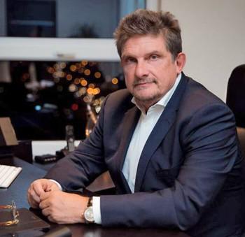 Владимир Оксман рассказывал сказки дольщикам.