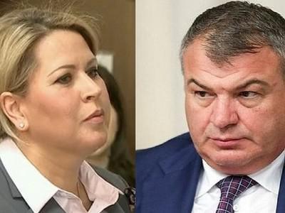 Как хоронят материалы на Анатолия Сердюкова и Евгению Васильеву.