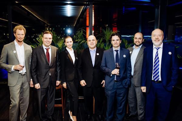 Слева направо: Даниил Егоров, Леонид Левин, Елизавета Базанова, Михаил Мишустин, Филипп Стеркин, Борис Беляков и Павел Крашенинников, сентябрь 2019 г.