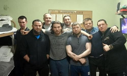 Руслан Юртов (третий справа)