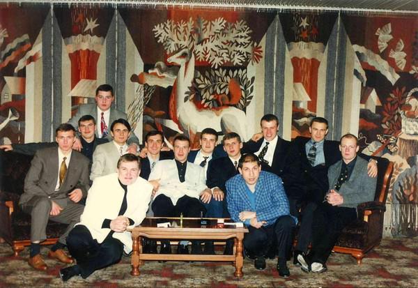 Сергей Исмайлов (слева в первом ряду)