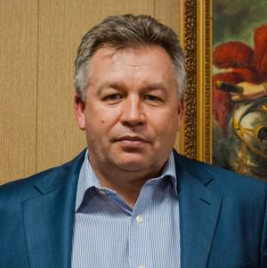 Андрея Хаустова грузят контейнерами.