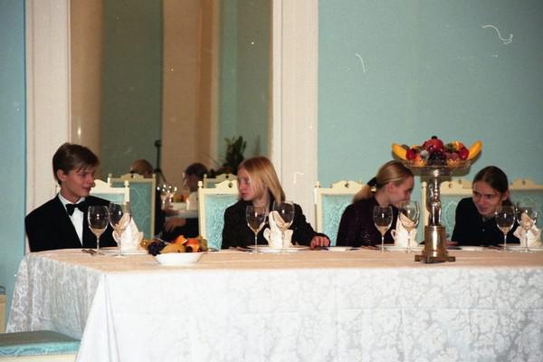 Александр и Виктор Пугачевы, Катерина и Мария Путины (в центре)