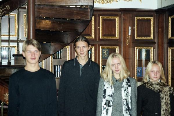 Слева направо: Александр и Виктор Пугачевы, Мария и Катерина Путины (библиотека Кремля)