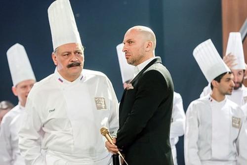 Дмитрий Нагиев (в центре)