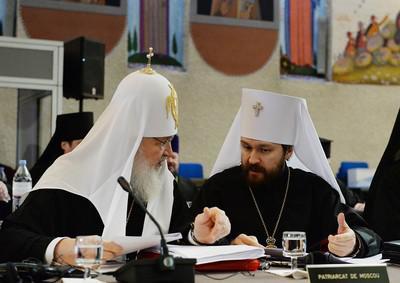 Патриарх Кирилл и митрополит Иларион (справа)