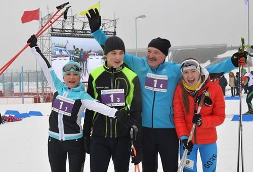 Слева направо: Светлана Коношенко, Николай Коношенко и Александр Лукашенко (2019 г.)