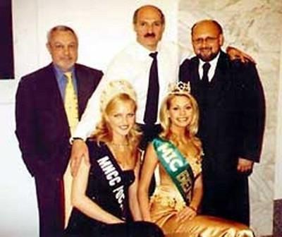 Александр Лукашенко (в центре) и Светлана Королева (слева)