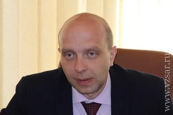 Алексей Зайцев брал зарплатой жене.