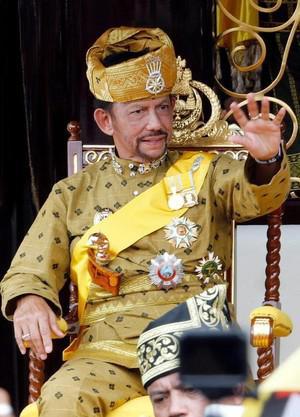 Дворцы, самолеты и гарем султана Брунея.