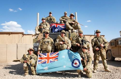 Обряд кровопускания австралийского спецназа.