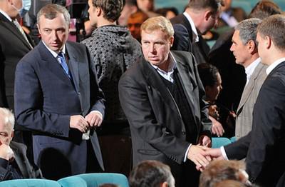 Игорь (слева) и Григорий (в центре) Калетники