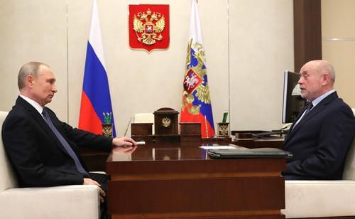 Владимир Путин и Михаил Фрадков (справа)