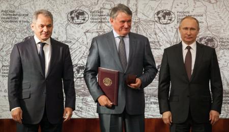Слева направо: Сергей Шойгу, Юрий Воробьев и Владими Путин