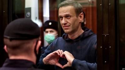 """Алексей Навальный лишен сана """"узника совести""""."""