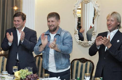 Рамзан Кадыров (в центре)и Дмитрий Харатьян (крайний справа)