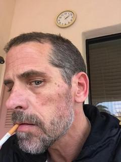 Шантаж отца, наркота, пьянки и порно с проститутками.