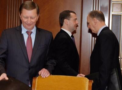 Слева направо: Сергей Иванов, Дмитрий Медведев и Николай Патрушев