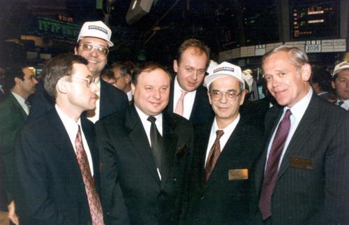 Егор Гайдар (второй слева) и Дмитрий Зимин (второй справа)