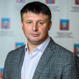 Сергей Дорощук зачистил газету от загрязнения.