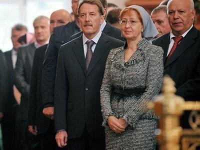 Алексей (в центре) и Татьяна Гордеевы