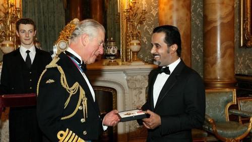 Принца Чарльз (слева) и Махфуз бен Махфуз