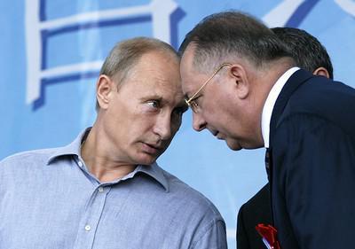 Андрей Болотов скрылся за офшорами.