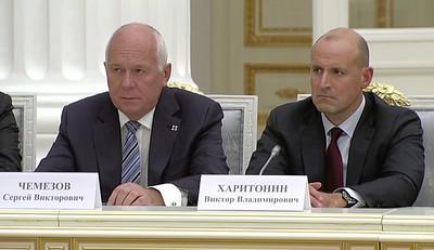 Сергей Чемезов (слева) и Виктор Харитонин
